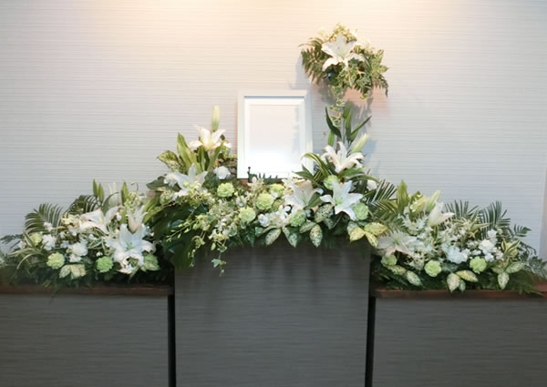 シンプルお身内葬 花祭壇